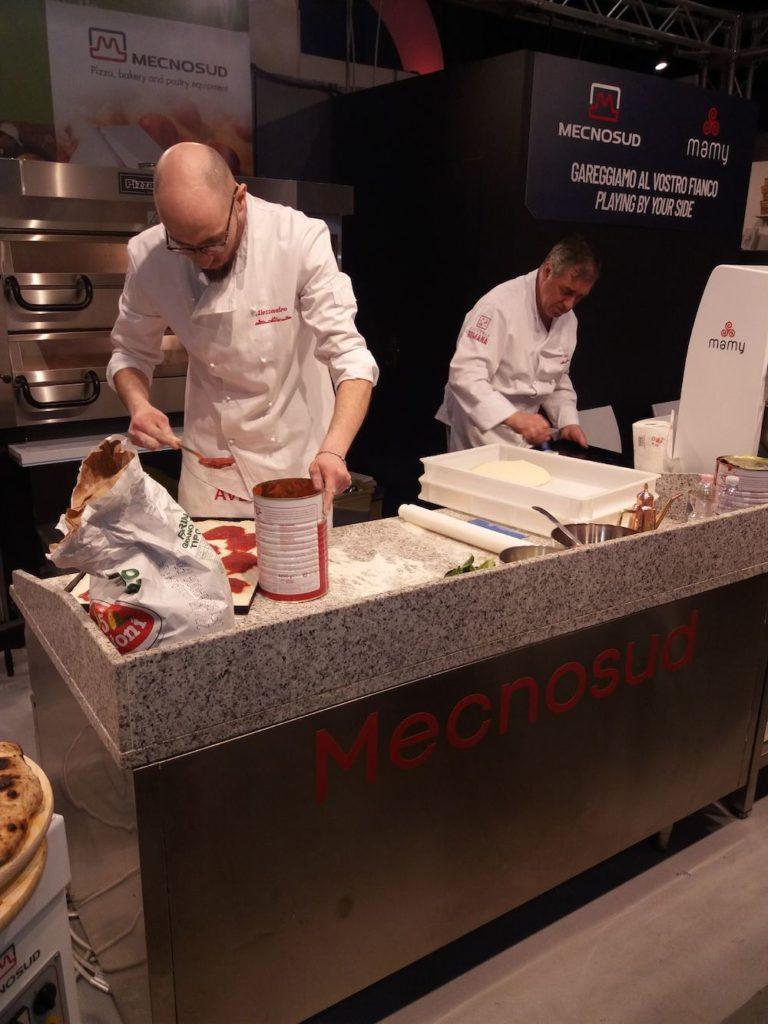 preparazione-pizza-campionato-mondiale